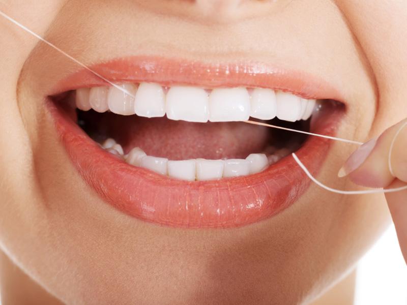 آموزش روش صحیح نخ دندان زدن همراه با فیلم